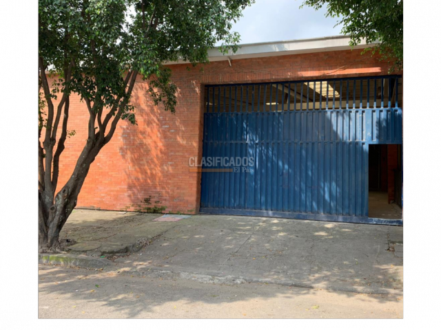 Locales y Bodegas, Alquiler, Municipal - $11.000.000